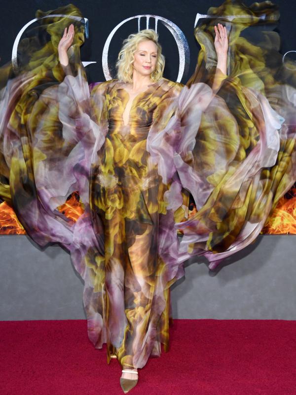 Diễn viên 'Game of Thrones' mặc đẹp với đầm ảo giác