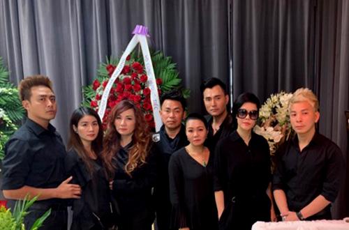 Từ trái sang: vợ chồng Kha Ly, ca sĩ Trizze Phương Trinh, diễn viên Hoài Tâm, Ngọc Huyền, Leon Vũ, ca sĩ Vũ Thu Phương, ca sĩ Andy Thái.
