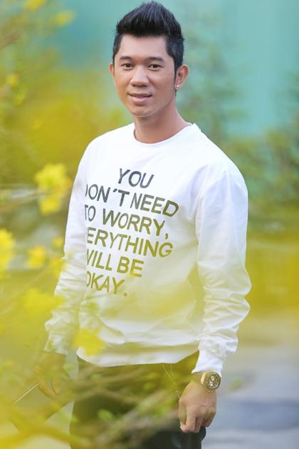 Lương Bằng Quang sinh năm 1982, là ca, nhạc sĩ nổi tiếng những năm 2000. Anh từng sáng tác nhiều bài hit như Anh tin mình đã cho nhau kỷ niệm, Đôi chân thiên thần... Những năm gần đây, anh không còn đi hát, chủ yếu tập trung dạy nhạc và quản lý phòng thu âm.