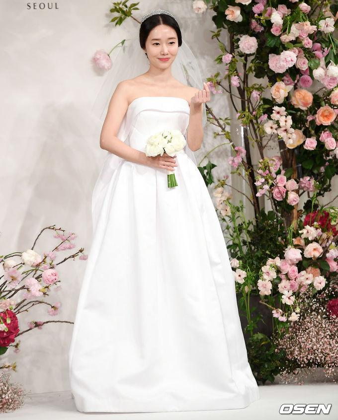 Vợ chồng Lee Byung Hun dự hôn lễ Lee Jung Hyun