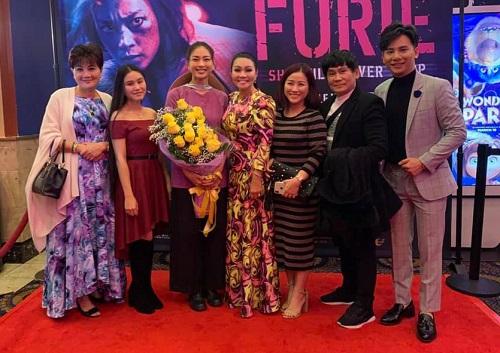 Ngô Thanh Vân (thứ ba từ trái sang) trong buổi ra mắt phim ở Mỹ.