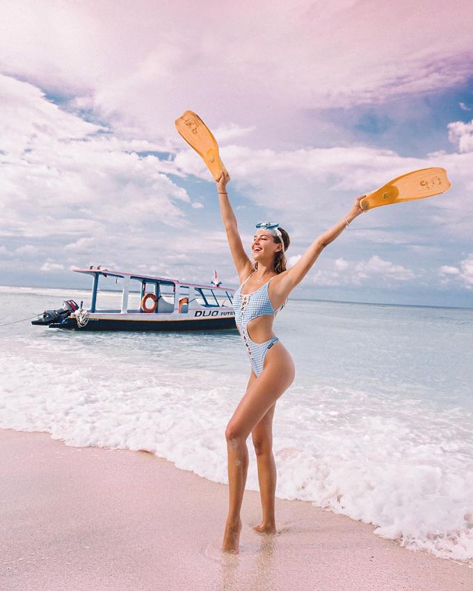 Vẻ nóng bỏng của người mẫu Nga Kristina Krayt