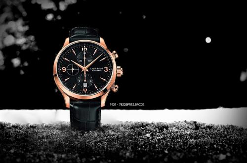1931  Bộ sưu tập tôn vinh năm ra đời của Louis Erard cóphong cách khác với các thiết kế Haute Horlogerie - chỉ những chiếc đồng hồ tinh xảo, hoàn hảo và phức tạp. Chúng sử dụng máy cơ tự động và dây đeo da độc quyền là chủ yếu. Ở một số mẫu mới ra mắt, phần vỏ được sản xuất từ titanium - vật liệu thường được sử dụng trong sản xuất đồng hồ cao cấp hiện nay.