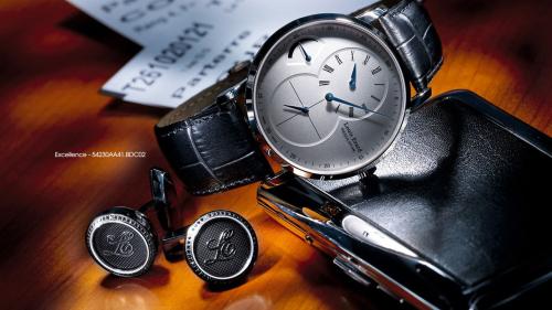 Excellent là bộ sưu tập cao cấp và được những ngườiđam mêthích đồng hồ Thụy Sĩ theo trường phái tân cổ điển yêu thích. Những chiếc đồng hồ nàysử dụng máy cơ phức tạp trong cấu tạo đồng hồ, và lấy màu xanh Louis Erard làm điểm nhấn trên mỗi sản phẩm.