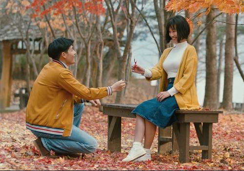 Hoàng Oanh (phải) và Quốc Anh lần đầu đóng cặp trong phim điện ảnh.