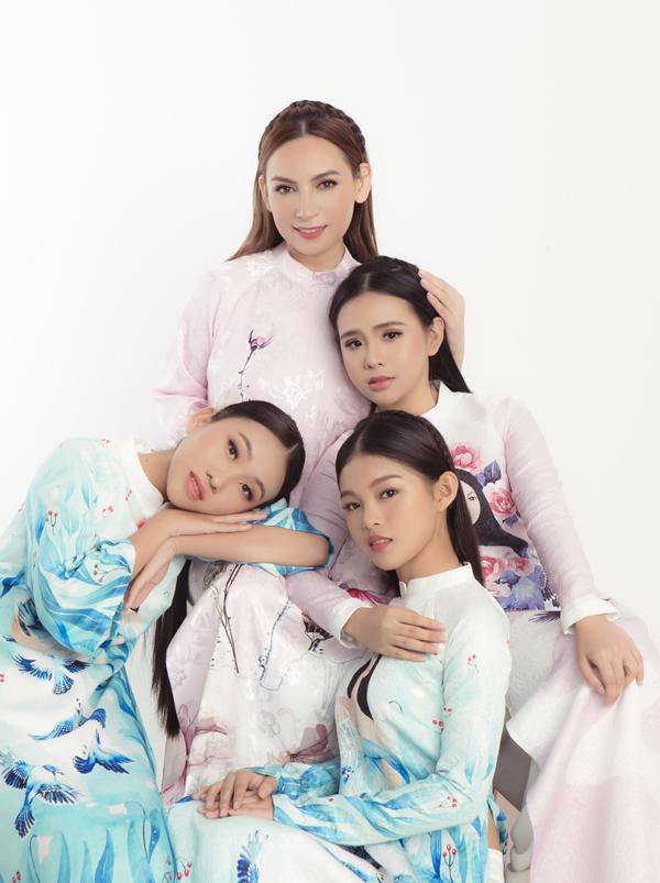 Hồ Văn Cường diện áo dài chụp ảnh mừng sinh nhật Phi Nhung