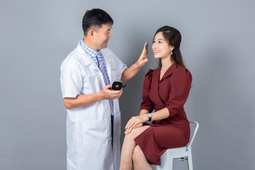 Chuyên gia Kim Tae Gon hướng dẫn cách chăm sóc làn da cho phụ nữ Việt.