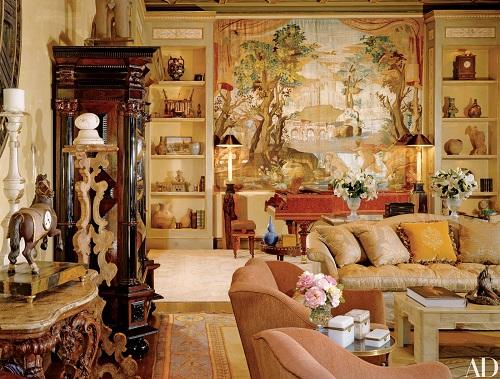 Các căn phòng được thiết kế và trang trí theo chủ đề Phục Hưng. Tại phòng khách, một bức tranh thêu từ thế kỷ 18 làm phông nền trang nhã cho cây đàn piano, nơi Richie tiếp đón khách với những ca khúc của mình.