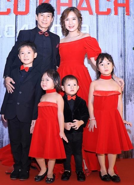 Vợ chồng Lý Hải, Minh Hà và các con ở buổi ra mắt phim. Minh Hà là nhà sản xuất cho các phần Lật mặt của Lý Hải.