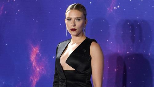Nữ diễn viên xuất hiện cùng bộ trang phục của nhà thiết kế nổi tiếng Tom Ford. Ảnh: Shutterstock.
