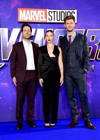 Scarlett cùng dàn diễn viên Avengers có mặt tại London ngày 10/4. Ảnh: Metro UK.