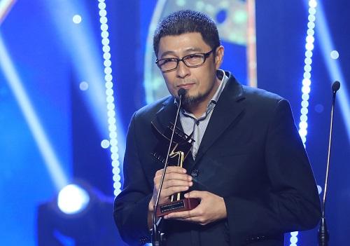 Đạo diễn Charlie Nguyễn cảm ơn ê-kíp, nhận định Chàng vợ của em là kết quả của hàng trăm người trước và sau ống kính chứ không chỉ riêng anh.