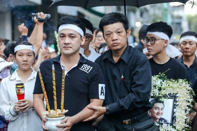 Minh Nhí, Trịnh Kim Chi khóc đưa linh cữu Anh Vũ