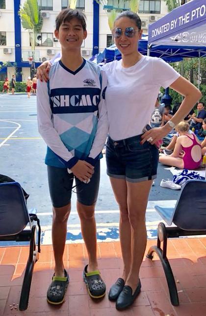 Tony hiện cao 1.76 m, cao hơn cả hoa hậu Hà Kiều Anh (phải). Hiền Mai cho biết cô kỳ vọng đến tuổi trưởng thành con trai cô đạt chiều cao 1,9 m.