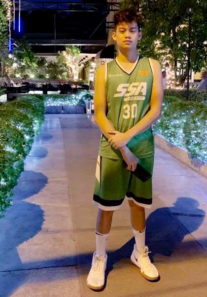 Con trai Hiền Mai tên Nguyễn Minh Tuấn Tony, sinh năm 2004,đang học lớp 9 tại một trường quốc tế ở TP HCM. Ở tuổi 15, Tony như bao thiếu niên khác mê thể thao. chơi game... Bên cạnh đó, con trai diễn viên cũng có năng khiếu nghệ thuật.