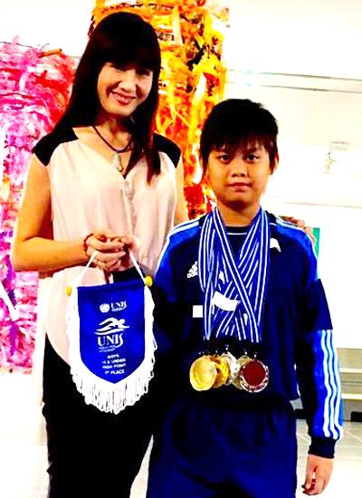 Hiền Mai cho biết thêmTony chơi đàn piano và thích nhiều môn thể thao. Năm 10 tuổi, cậu đạt huy chương và cup vô địch các giải bơi ở trường.