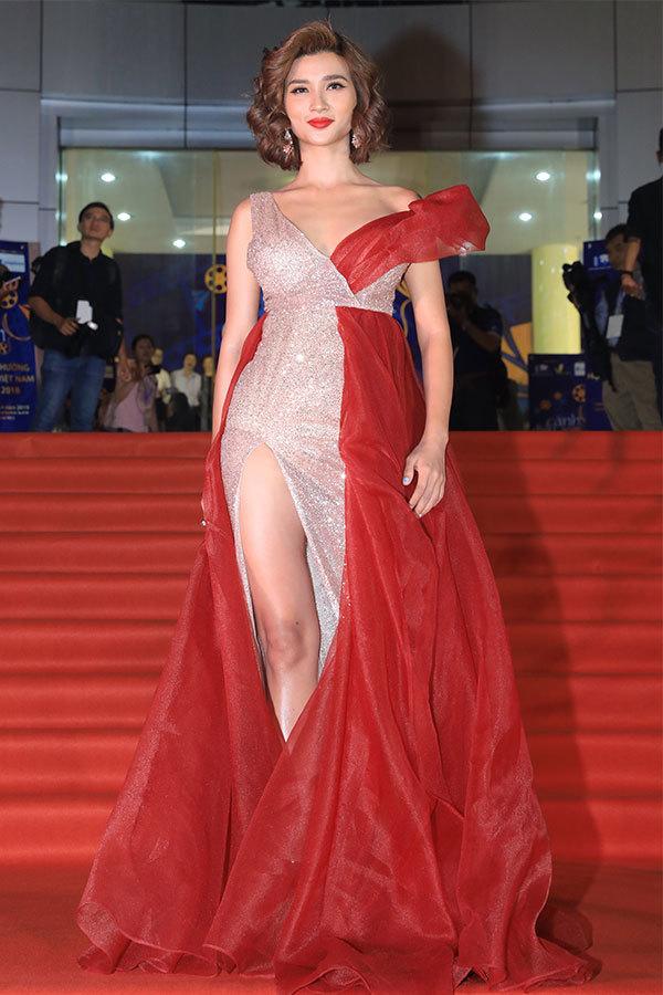 Dàn người đẹp chưng diện trên thảm đỏ Cánh Diều