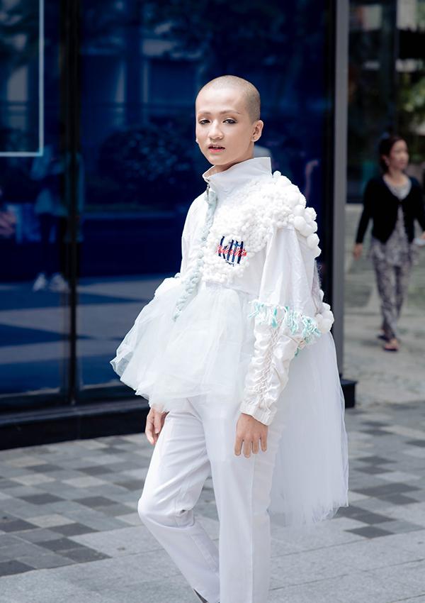 Thanh niên Sài Gòn diện mốt quái dị trên phố