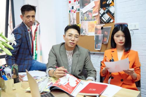 Trước khi đảm nhiệm vai trò thiết kế chính của Hate, Kiko Nhung Nguyễn hoạt động trong ngành thời trang với nhiều vai trò khác nhau, từ fashionista, mẫu ảnh đến stylist cho tạp chí thời trang. Cùnggu thẩm mỹ và niềm đam mê dành cho thời trang, Hoàng Ku và Nhung Kiko trở thành đôi bạn thân.