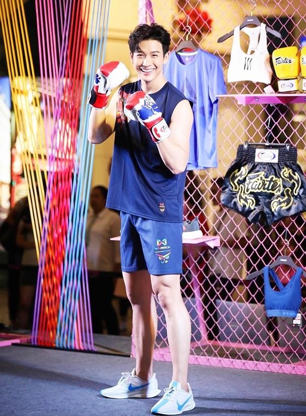 'Hoàng tử trong mơ' Thái Lan giữ hình thể săn chắc nhờ nghiện thể thao