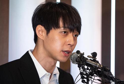 Park Yoo Chun tại họp báo hôm 10/4.
