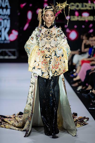 Võ Hoàng Yến được giao thể hiện bộ cánh đặc biệt trong show của nhà thiết kế Lê Long Dũng ở Tuần thời trang Quốc tế Việt Nam Xuân Hè 2019.