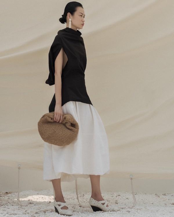 Lâm Gia Khang đưa hình ảnh cánh buồm, đồi cát vào thiết kế Xuân - Hè