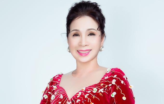 Kim Xuân gợi ý loạt áo dài cho phụ nữ trung niên