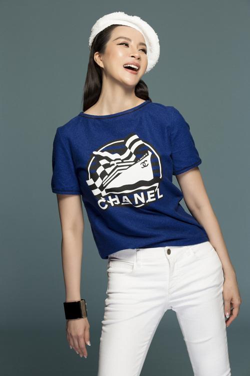 Bộ ảnh được thực hiện bởi êkíp: trang phục Chanel, stylist Đinh Thành Long, nhiếp ảnh gia Lê Thiện Viễn, trang điểmvà làm tóc Quân Nguyễn - Pu Lê.