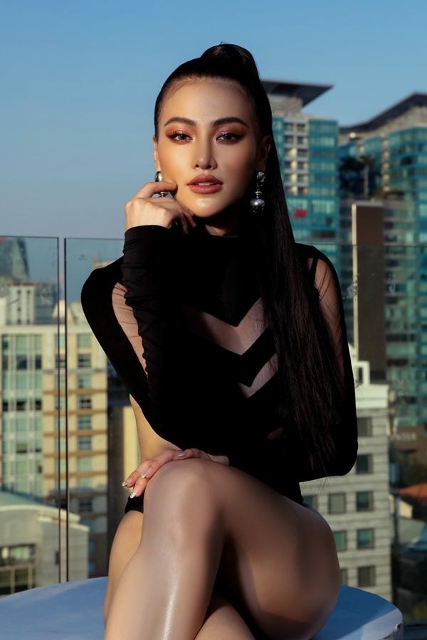 Phương Khánh giảm gần 10 kg để chụp ảnh bikini