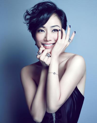 Ca sĩ kiêm diễn viên Trịnh Tú Văn. Cô từng đóng loạt phim Vô gian đạo.