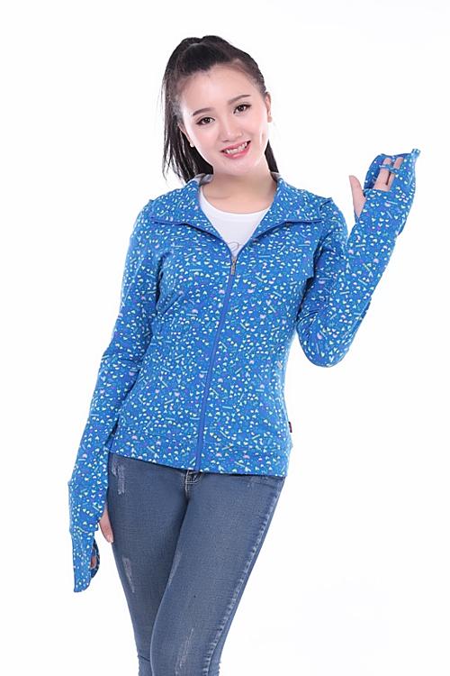 Sản phẩm áo khoác Paltal được chị em đánh giá cao bởi chất liệu. Đại diện thương hiệu cho biết, vải sản xuất áo là chất liệu cao cấp, an toàn cho da cùng tính năng chống tia UV,  giúp chị em yên tâm đối mặt với thời tiết nắng nóng.