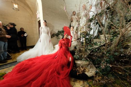 Trong khuôn khổ New York Fashion Week Bridal 2019 diễn ra đầu tháng 4 vừa qua, Phuong Mymang đến BST cưới với tên gọi Espoir (Hy vọng). Đây cũng là lần đầu tiên thương hiệucho ra mắt một bộ sưu tập cưới và cũng là lần đầu tiên một nhà thiết kế Việt Nam xuất hiện trong tuần lễ thời trang cưới lớn nhất thế giới ở New York.