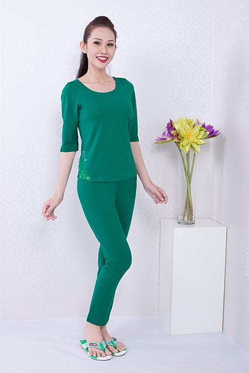 Trang phục sản xuất từ chất liệu cotton cao cấp co giãn, thấm hút tốt dành cho các bạn gái yêu thích sự thoải mái, chỉn chu ngay cả khi ở nhà BDTL 023 1057.