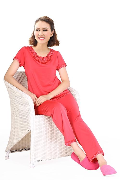 Bộ dài thun lạnh thiết kế viền ren ngực là sự lựa chọn phù hợp với quý cô thanh lịch  BDTN 013 0737