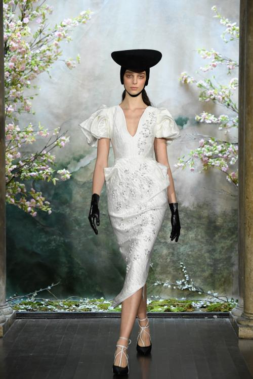 Đại diện nhà mốt cho hay, sau sự xuất hiện tại New York Fashion Week Bridal 2019, BST cưới của PHUONG MY sẽ được bán tại London, Milan, Washington DC, New York, San Francisco, Seoul và Thượng Hải, và sẽ nằm trong các cửa hàng đồ cưới lớn nhất của những thành phố này.
