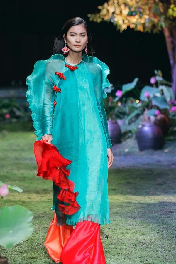 Những cô gái yêu màu sắc trong bộ sưu tập Thủy Nguyễn