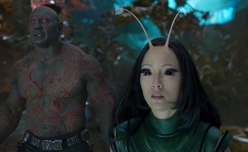 Mantis (phải).