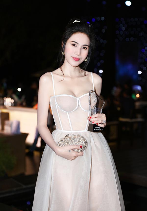 Dàn sao đầu tư váy áo hàng hiệu dự sinh nhật Ngoisao.net