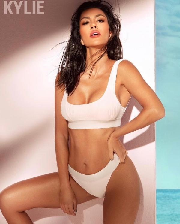Phong cách sexy ở tuổi 40 của chị gái Kim Kardashian
