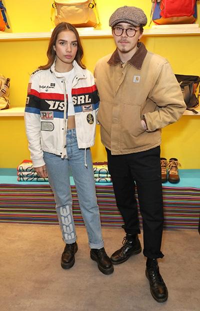 Trong một sự kiện, cả hai cùng chọn phong cách khỏe khoắn với áo denim, áo khoác