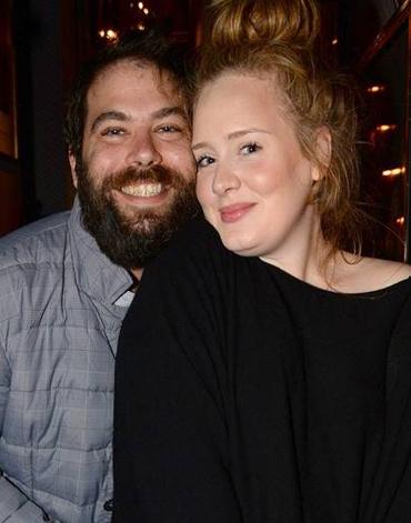 Simon luôn xuất hiện cùng Adele trong các sự kiện âm nhạc quan trọng. Anh tham dự Grammy lần thứ 55 vào tháng 2/2013, khi Adele đoạt giải thưởng Màn trình diễn Pop của năm cho ca khúc Set Fire to the Rain.