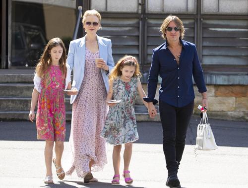 Gia đình Kidman - Urban thường xuất hiện bên nhau tại các tour diễn, sự kiện. Ảnh: Life&Style.