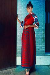 Tiểu Vy diện áo dài lấy cảm hứng từ bài chòi