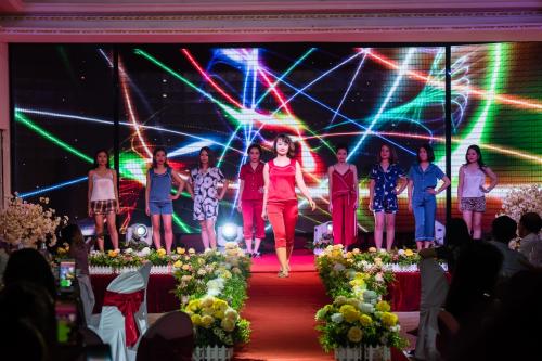 Vừa qua, thời trang Odessa tổ chức sự kiện kỷ niệm 7 năm thành lập với chủ đề Những tháng năm rực rỡ tại Trung tâm Tổ chức sự kiện Aquarina (Mỹ Đình, Hà Nội). Trong buổi lễ Odessa đã cho ra mắt hai BST mới. Nhãn hàng thử sức với phân khúc thời trang mới bằng BST đồ mặc nhà với thiết kế trẻ trung trê chất liệu lụa cao cấp.