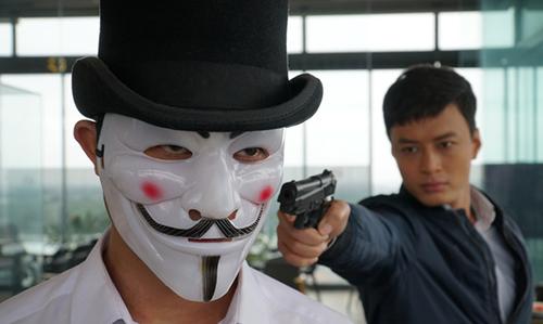 Khánh (Hồng Đăng đóng) đối mặt với tên tội phạm bí ẩn trong phim.