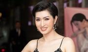 Nguyễn Hồng Nhung hát loạt hit với phong cách acoustic