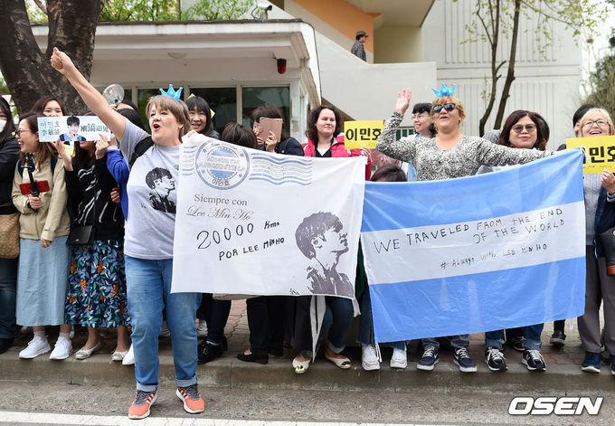 Fan mừng Lee Min Ho xuất ngũ