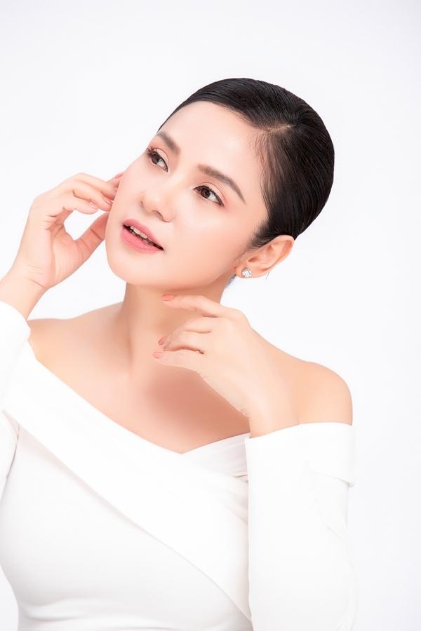 Nhan sắc tuổi 47 của Việt Trinh