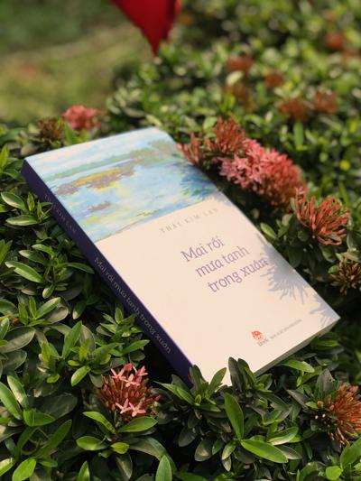Sách Mai rồi mưa tạnh trong xuân do Nhà xuất bản Kim Đồng ấn hành, ra mắt trong tháng 4.